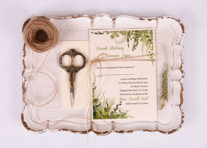 Wedding Invitation with Leaves & Twine Nádúr